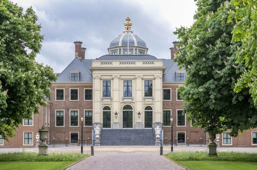 Behang Paleis Huis ten Bosch in Den Haag, mei 2019  Beeld: Corné Bastiaansen
