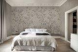 Rebel Walls Chinoiserie Chic behang powder beige R16743 sfeer 2