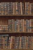 Rol C Mind the Gap Book shelves behang