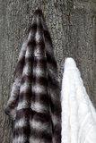 grijze fake fur bontplaid wolf nobilis loup PL126 sfeer1