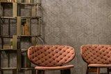 Behang ARTE Hive Ligna collectie Luxury By Nature sfeer 1