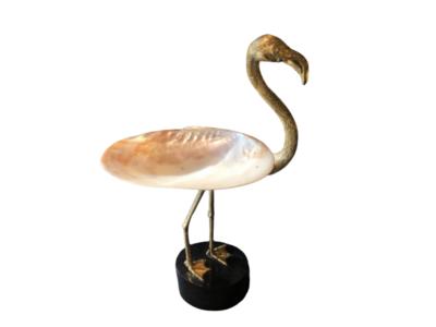 Flamingo met gepolijste parelmoer schelp op Marmeren Voet