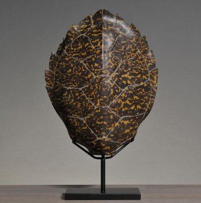 Schildpadschild op voet Karet (Afgietsel)