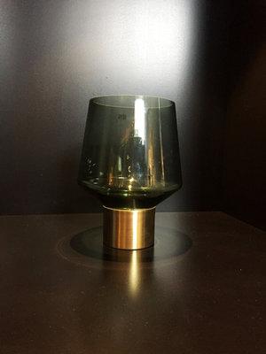Groene Vaas Van Glas Met Gouden Onderstuk