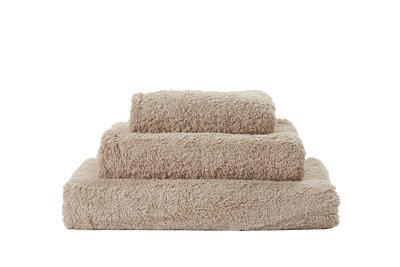 Abyss & Habidecor Handdoek beige Macaron - 765 Super Pile Serie