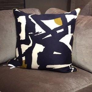 Zoffany Sierkussen 60x60cm Blauw Abstract